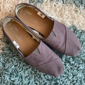 Like New! TOMS loafers